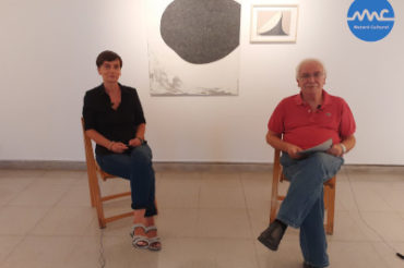 "Albert Geronès interviews the artist Mònica Vilert as part of the exhibition ""Touching, tracing, painting"""